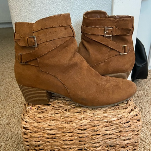 Kenneth Cole Reaction Brown Booties